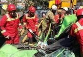 تهران| 2 کشته و 4 زخمی بر اثر سقوط جرثقیل روی تاکسی و عابران پیاده + فیلم و تصاویر