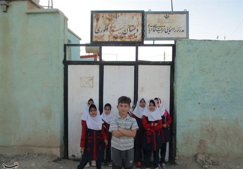 تحصیل در کلاسهای متروکه؛ دانشآموزان روستای«خاصیآباد» لرستان معلم ندارند + فیلم