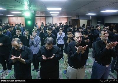 اقامه نماز جماعت در مدرسه ثامن الائمه