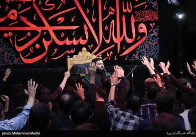 مداحی پیش منبر در عزاداری هیئت دانشگاه تهران