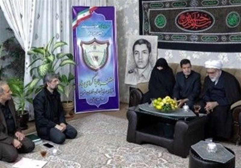 تولیت آستان قدس رضوی با خانواده شهیدان بافنده و مرادی دیدار کرد