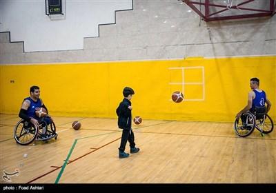 حضور کودکان استثنایی در تمرین تیم ملی بسکتبال با ویلچر