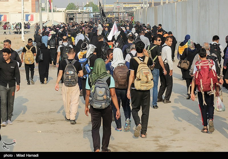 اخبار اربعین 98| واعظی: مشکل زائران در شلمچه برطرف شد / اعزام تعدادی اتوبوس از ایران به عراق برای انتقال زائران
