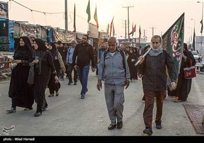 حال هوای موکب ها و حضور پور شور زائران ابا عبدالله حسین (ع)در پیاده روی اربعین در مرز شلمچه