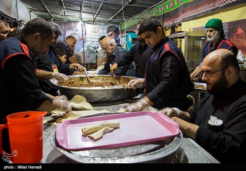 اخبار اربعین 98| توزیع 10 هزار وعده غذا در موکب زیارت عاشورای همدان در کربلا