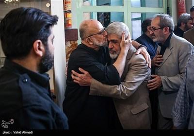 پدر شهید احمدی روشن در مراسم ختم پدر سردار سعید قاسمی