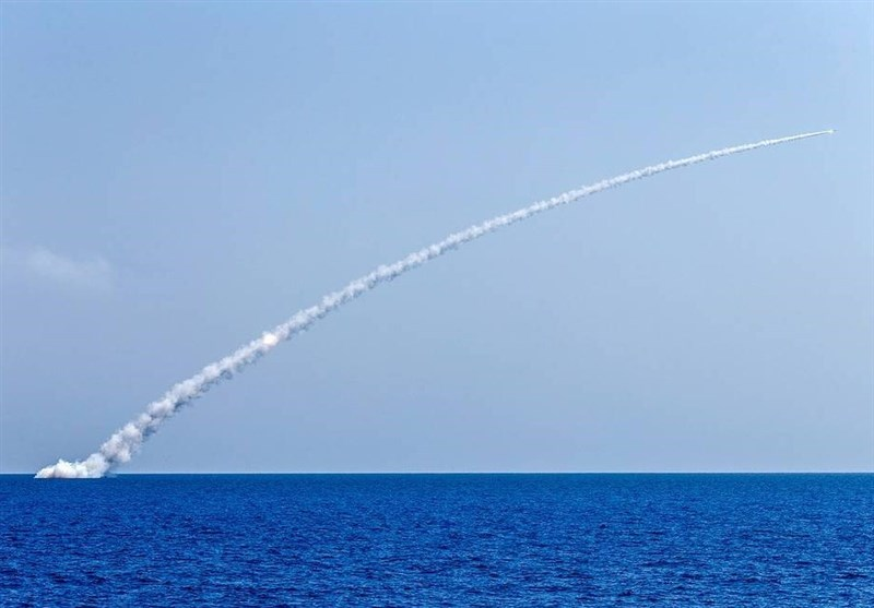 """شلیک موفق موشکهای """"کالیبر"""" روسیه از عرشه زیردریایی در دریای سیاه"""