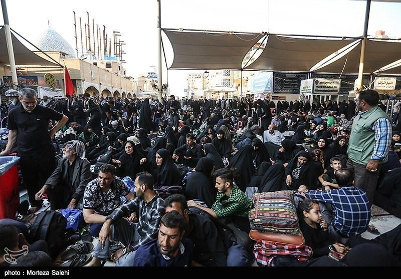 تازهترین اخبار اربعین 98| جابهجایی زائران ایرانی از مرز شلمچه به سمت عراق با 22 اتوبوس آغاز شد/ترافیک سنگین در مرزهای 4گانه کشور + فیلم