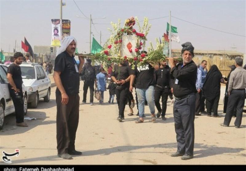 اخبار اربعین 98| خدام کفشدار حرم رضوی در شهر سامرا و نجف به استقبال زائران میروند