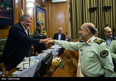 محسن هاشمی رفسنجانی رئیس شورای شهر تهران و سردارحسین رحیمی رئیس پلیس پایتخت در جلسه شورای شهر تهران