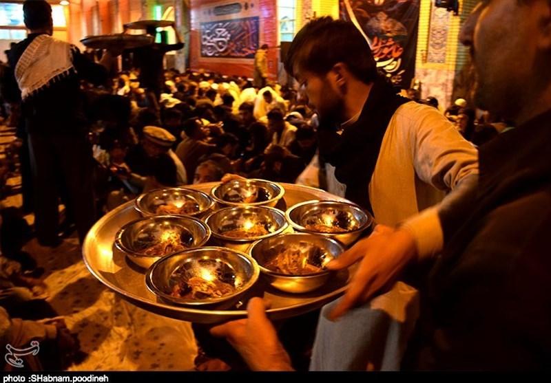 جاماندگان کربلا برای پذیرایی از زائران پاکستانی کمر همت بستهاند + تصاویر