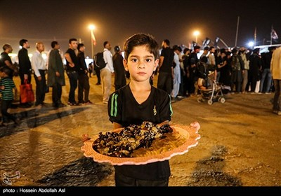 تازهترین اخبار اربعین 98| حذف ویزا برای اتباع عراقی/ ترافیک سنگین در مرزهای شلمچه و چذابه/ پذیرایی 24 ساعته آستان قدس از زائران + فیلم