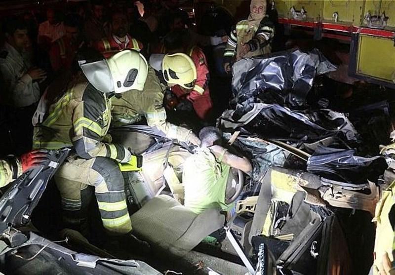 تصاویر/ لهشدن پژو زیر کامیون با 3 کشته و 2 مجروح
