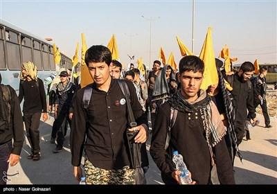 تازهترین اخبار اربعین 98|حذف ویزا برای اتباع عراقی/ ترافیک سنگین در مرزهای شلمچه و چذابه/ پذیرایی 24 ساعته آستان قدس از زائران + فیلم