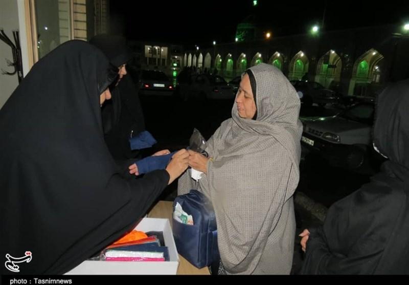 اخبار اربعین 98| پذیرایی 24 ساعته خادمان آستان قدس از زائران اربعین در مرز شلمچه
