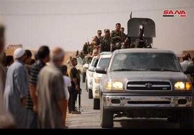 """مئات السوریین یستقبلون الجیش السوری على مدخل بلدة """"تل تمر"""" بریف الحسکة"""