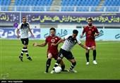 لیگ برتر فوتبال  تساوی نفت مسجدسلیمان و شاهین شهرداری بوشهر در نیمه نخست/ مکانی مصدوم و تعویض شد