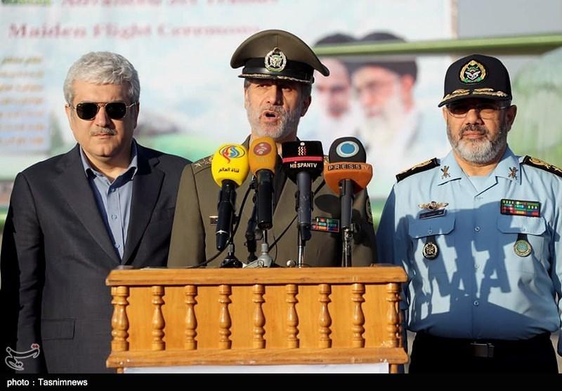 سخنرانی امیر سرتیپ حاتمی وزیر دفاع و پشتیبانی نیروهای مسلح در مراسم رونمائی از هواپیمای جت آموزشی یاسین