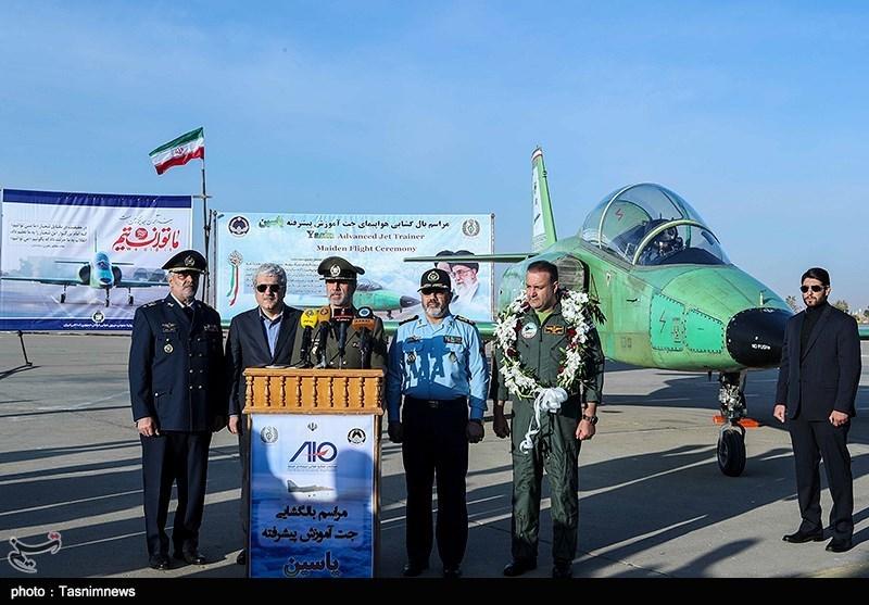 اولین هواپیمای جت آموزشی-رزمی ساخت ایران رسما با حضور فرماندهان عالیرتبه نظامی رونمایی شد.