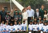 برطانوی شاہی جوڑے کا نیشنل کرکٹ اکیڈمی کا دورہ / کرکٹ بھی کھیلی + تصاویر
