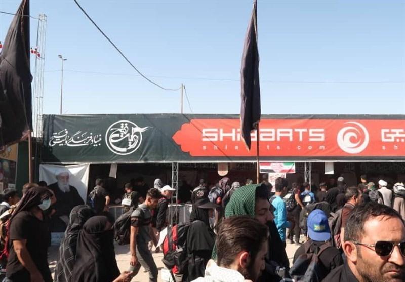 موکب شعارنویسی روی کوله و پیراهن زائران اربعین + عکس