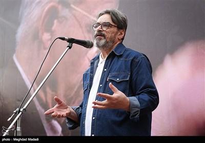 حسین علیزاده آهنگساز در مراسم تشییع پیکر مرحوم حسین دهلوی استاد موسیقی