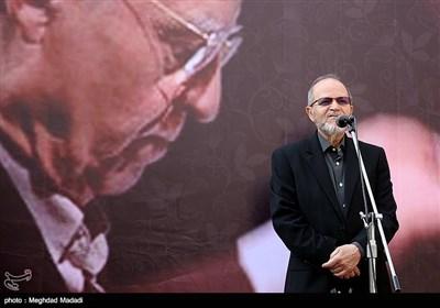 کامبیز روشنروان آهنگساز در مراسم تشییع پیکر مرحوم حسین دهلوی استاد موسیقی