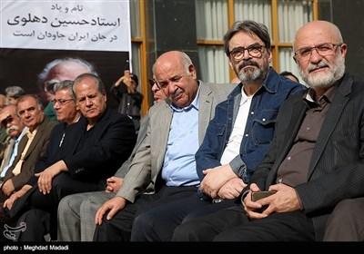 علی مرادخانی و حسین علیزاده در مراسم تشییع پیکر مرحوم حسین دهلوی استاد موسیقی