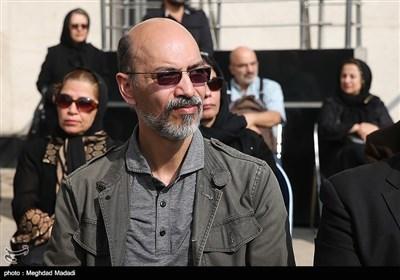 احمد بهروزی نیا آهنگساز در مراسم تشییع پیکر مرحوم حسین دهلوی استاد موسیقی