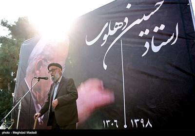 محمد اسماعیلی نوازنده پیشکسوت در مراسم تشییع پیکر مرحوم حسین دهلوی استاد موسیقی