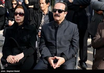 کیوان ساکت آهنگساز در مراسم تشییع پیکر مرحوم حسین دهلوی استاد موسیقی