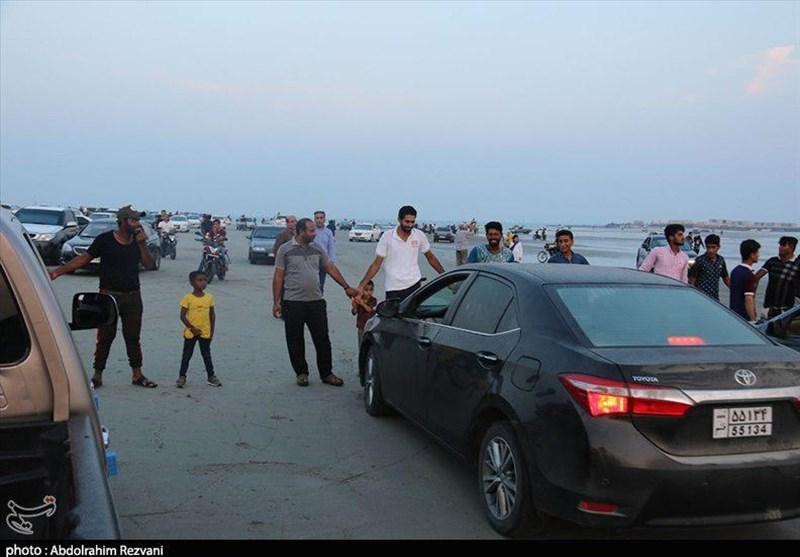 قشم| زنجیره انسانی در اعتراض به طرح خصوصیسازی ساحل جزایر ناز