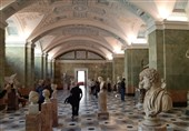 یکی از سالنهای مجسمه در موزه آرمیتاژ سن پترزبورگ