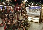 عروسک ماتروشکا که به صورت تودرتو ساخته می شود از سوغات روسیه است