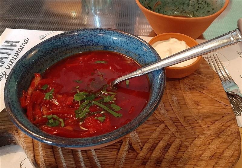 سوپ بورش از غذاهای معروف در روسیه است که با خامه سرو می شود