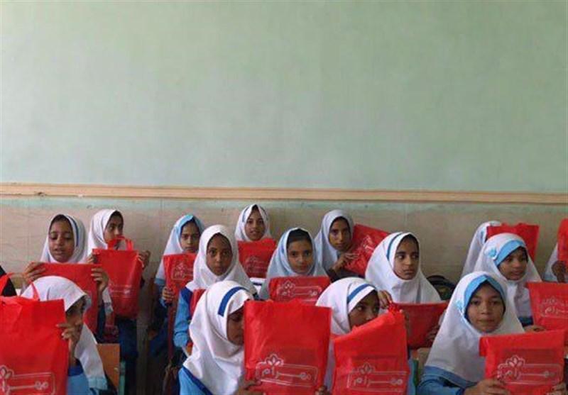 هدایای شرکت مهرام به دانش آموزان روستای محروم دلگان