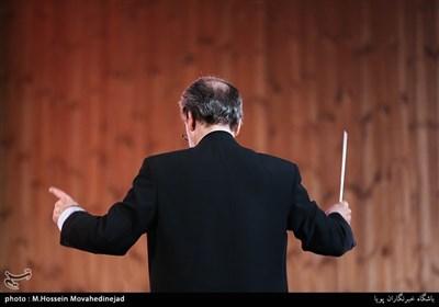 مجید انتظامی رهبر ارکستر در مراسم آیین ملی چله عشق