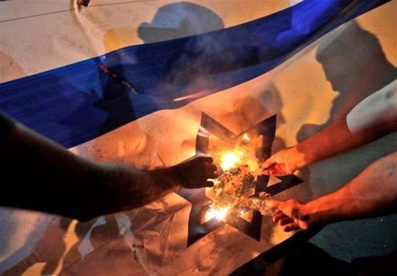 Protesters in Southern Lebanon Set Israeli, US Flags on Fire (+Video)