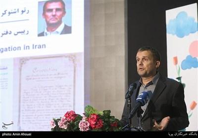 سخنرانی رتو اشتوکر رییس دفتر نمایندگی کمیته بینالمللی صلیب سرخ در ایران در افتتاحیه نمایشگاه عکس ۷۰ سالگی تصویب کنوانسیون های ژنو