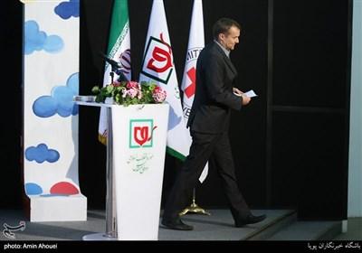 رتو اشتوکر رییس دفتر نمایندگی کمیته بینالمللی صلیب سرخ در ایران در افتتاحیه نمایشگاه عکس ۷۰ سالگی تصویب کنوانسیون های ژنو