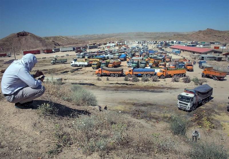 فعالیت تجاری هیچ مرزی با عراق متوقف نیست / تحویل روزانه ۶۰۰ کامیون بار به عراقیها,
