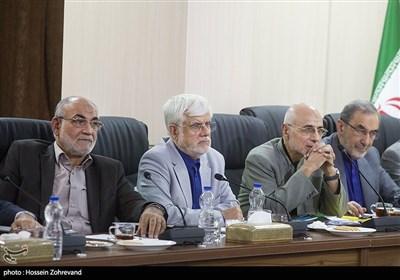محمدرضا عارف و سیدمصطفی میرسلیم در جلسه مجمع تشخیص مصلحت نظام
