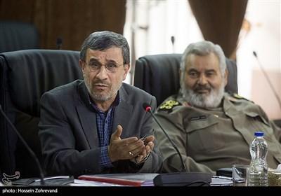 محمود احمدینژاد در جلسه مجمع تشخیص مصلحت نظام