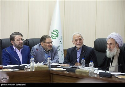 پرویز داوودی و علی شمخانی در جلسه مجمع تشخیص مصلحت نظام