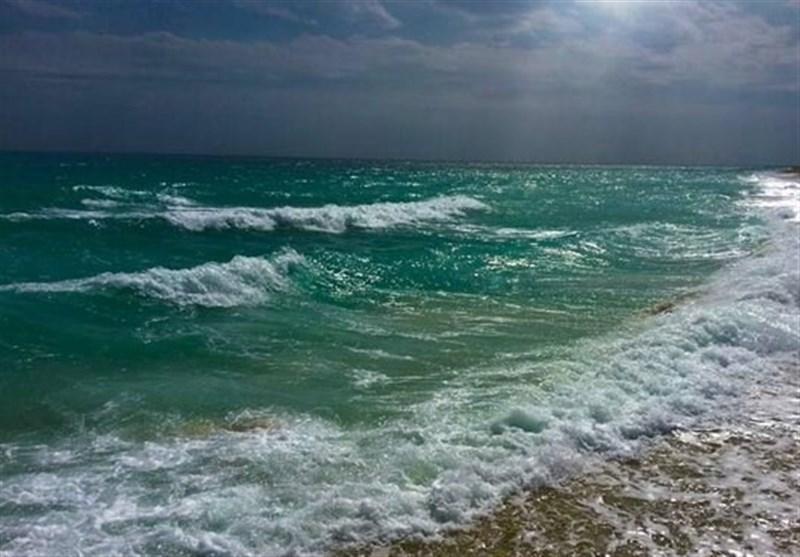 ارتفاع موج خلیج فارس در استان بوشهر به بیش از 2 متر افزایش یافت