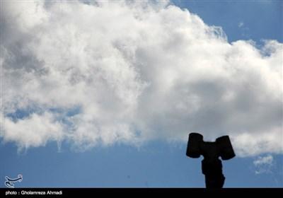 ابرها، حتی اگر نبارند . . .