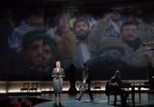 نگاهی به نمایش «اسلو» رباتهای آوازهخوان و سرگردان میان خطابه و حرکات موزون/ اجرای «هاوّا ناگیلا» در قلب تهران