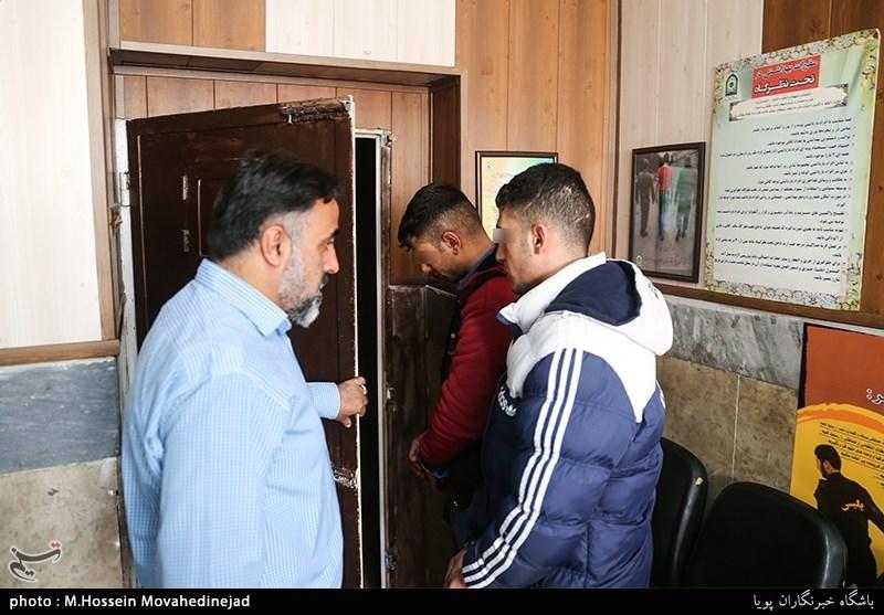 سرکلانترسوم پلیس پیشگیری تهران بزرگ از بازداشت دو سارق زورگیر خبر داد که حین سرقت از گاز اشکآور استفاده میکردند.