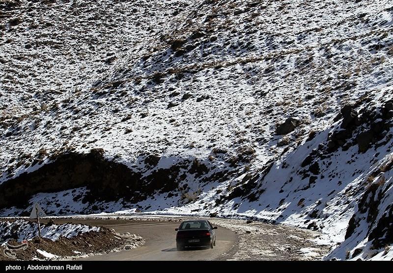 بارش برف در محور کرج ـ چالوس / راهداری البرز به حالت آمادهباش درآمد
