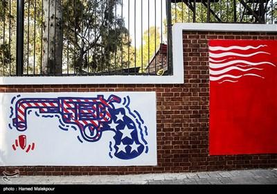 رونمایی از دیوارنگارههای جدید لانه جاسوسی سابق آمریکا
